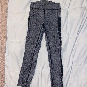 Lululemon Black and white leggings with mesh (6)